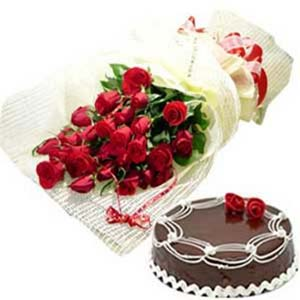 Roses Bunch And Cake: Valentine's Day Flowers Sudamanagar,  Indore