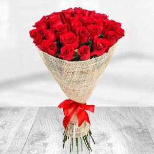 Exclusive Bunch Of Red Roses: Valentine's Day Gifts For Boyfriend Tukoganj,  Indore