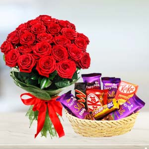 Red Roses Combo: Valentine's Day Flowers Sudamanagar,  Indore