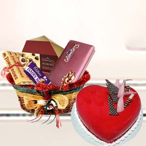 Heart Shaped Cake With Mix Chocolates: Gift V S Market,  Indore
