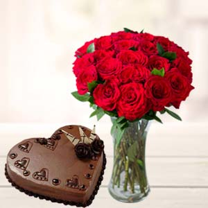 Red Roses With Heart Shaped Cake: Kiss Day Lokmanyanagar,  Indore