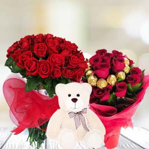 Valentine Teddy And Chocolates Combos: Hug Day Cloth Market,  Indore