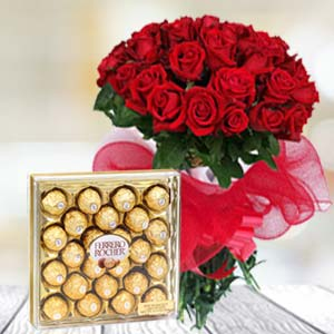 Valentine Chocolate Hamper: Valentine's Day Flowers Sudamanagar,  Indore