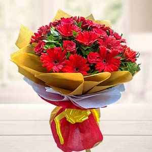 Mix Red Flowers Bouquet: Valentine's Day Gift Ideas Dudhia,  Indore