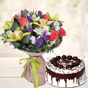 Mix Flowers With Vanila Cake: Mothers-day  Indore