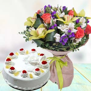 Mix Fresh Flowers With Pineapple Cake: Gift Raj Mohalla,  Indore