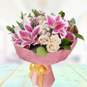 Bunch Of Lilies With White Roses: Gifts For Boyfriend Agrawal Nagar,  Indore