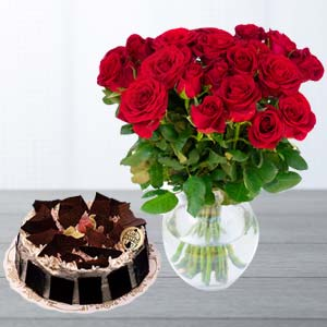 Red Roses With Rich Chocolate Cake: Valentine's Day Gifts For Girlfriend Rambagh,  Indore