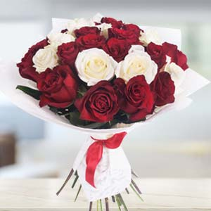 Bouquet Of Roses: Valentine's Day Gifts For Girlfriend Siyaganj,  Indore