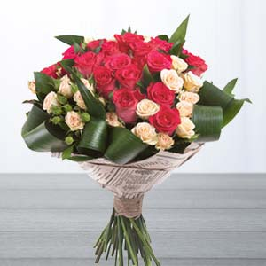 Roses With Green Fillers: Gift Baoliakhurd,  Indore