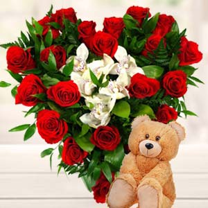 Roses Heart For Valentines: Gift Manorama Ganj,  Indore