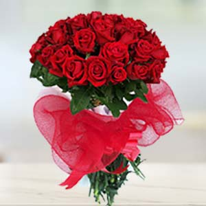 Red Rose Bunch: Gift Yeshwant Road,  Indore